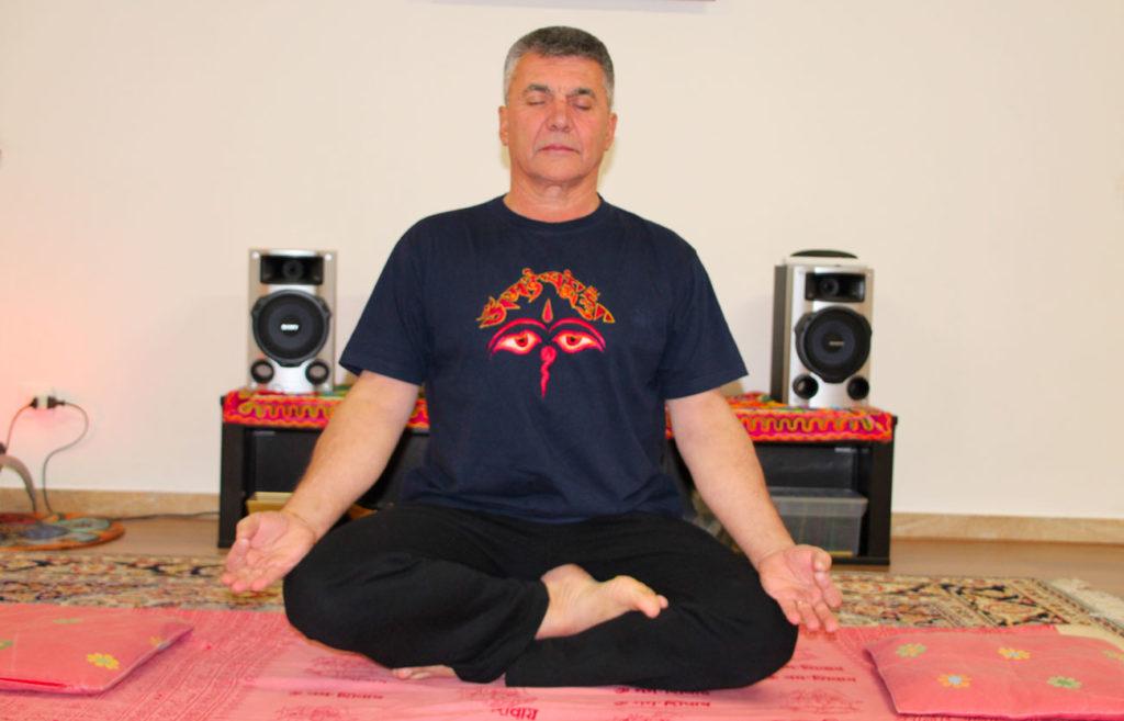 Marco insegnante yoga a Monza